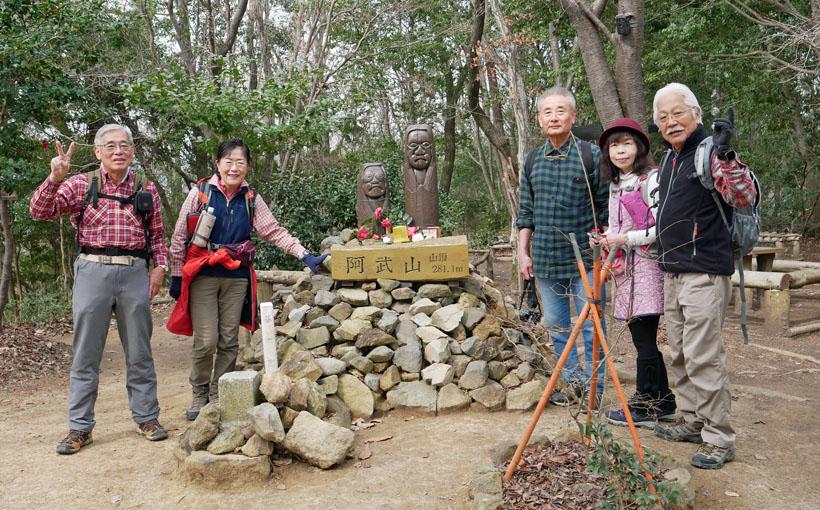 歩いて昼飯:歩 阿武山から総持寺へ