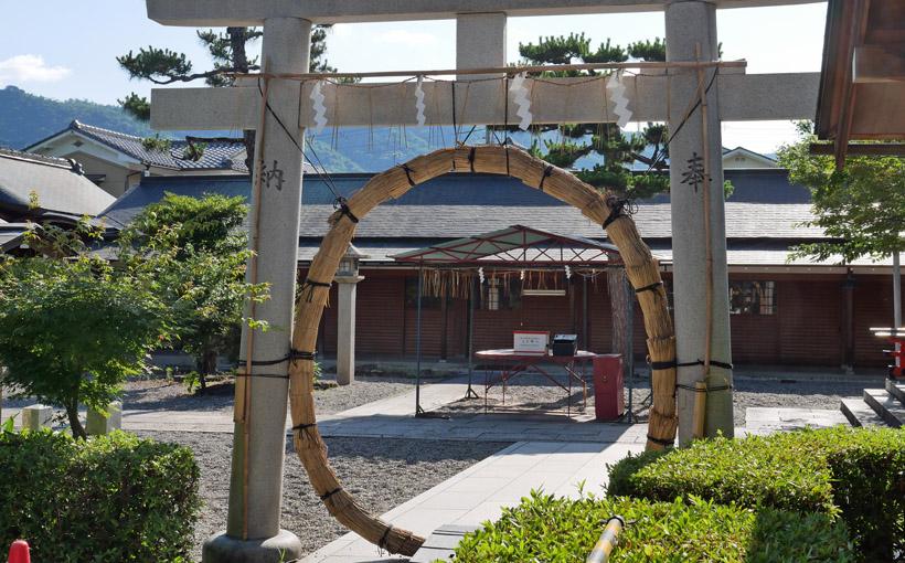 京都・車折神社の茅の輪くぐり 中村軒のみな月
