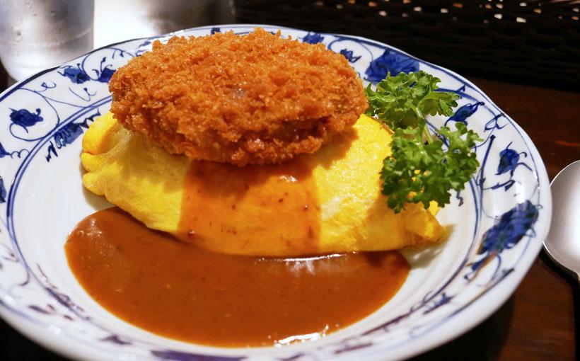 亀岡 「喫茶とベーグルのお店 ネコタ」のデミグラスソースのオムライス