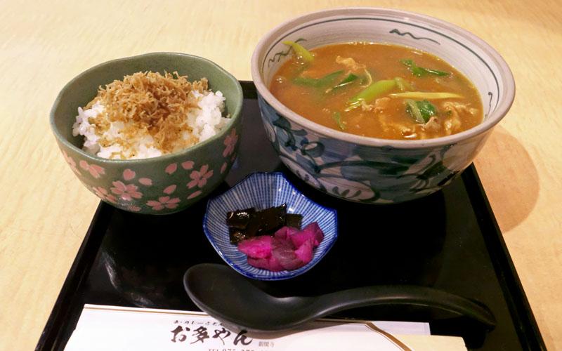 京都・銀閣寺道 「お多やん」のカレー肉うどん